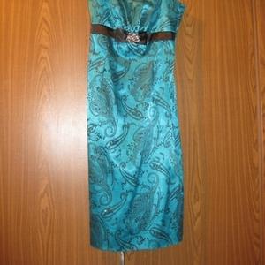 Продам вечернее платье. р-р36.